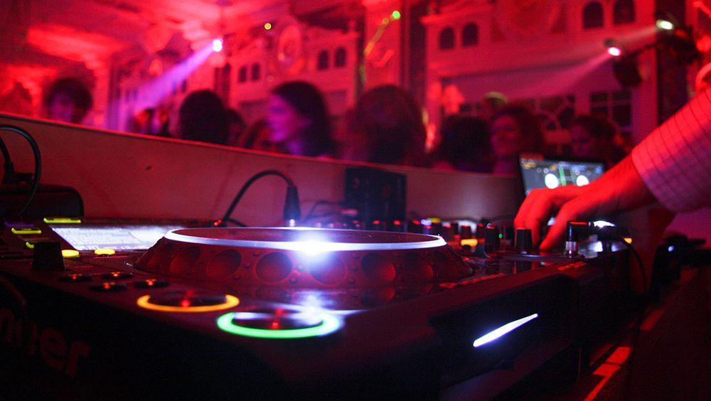 DJ-Salon-des-Miroirs-compressor Nos services